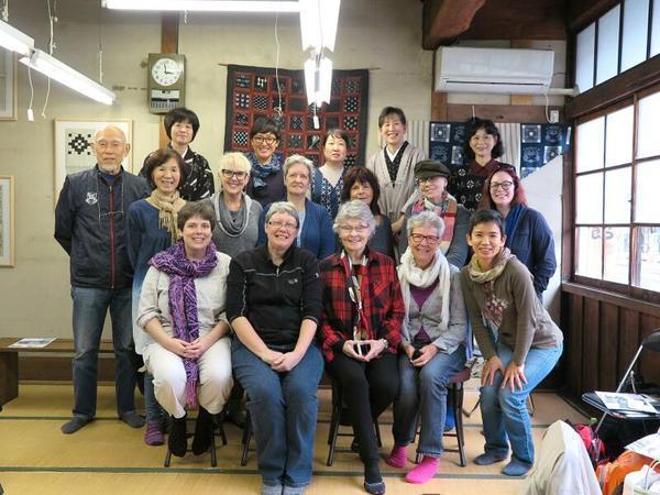 作州絣工芸館人気のツアー織実演の様子