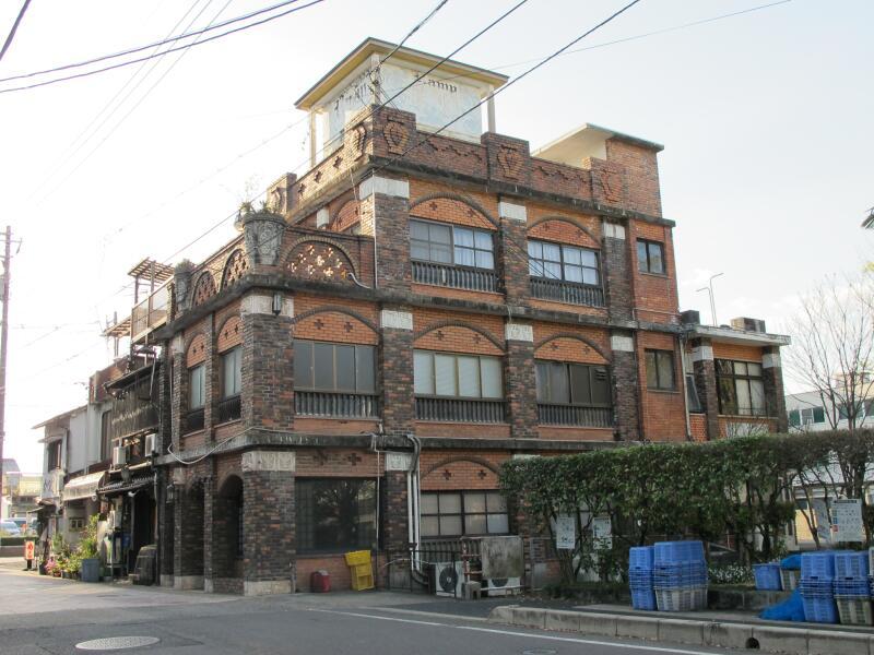 赤レンガのお洒落な建物「ランプ」 , 津山瓦版
