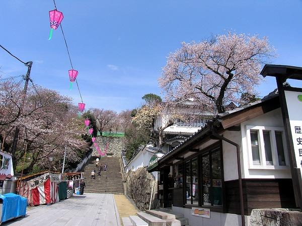 鶴山公園入り口