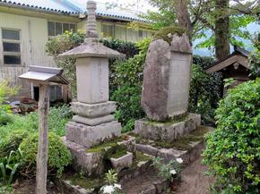 福善寺石塔.jpg