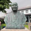 津山洋学資料館前庭の洋学者のブロンズ像