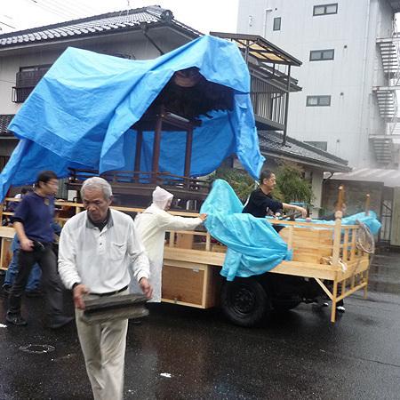 徳守祭り 幻のだんじり「下紺屋町 龍虎臺」雨の中、曳出しへ!