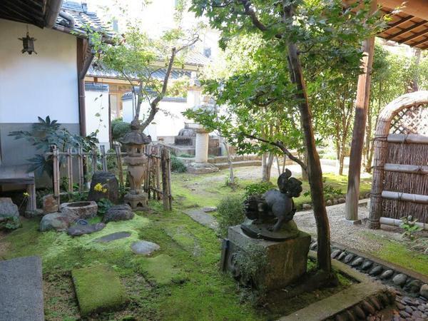 法雲山 妙願寺書院北庭に建つ郷(渓花院殿)のお墓