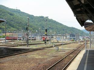 JRtsuyamaeki12.jpg